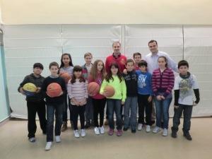José Luis Abós entrenador del CAI ZARAGOZA y nuestros chicos y chicas de baloncesto.