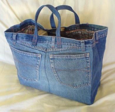 Bolsa realizada con unos jeans viejos