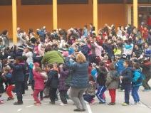 Cantamos y bailamos celebrando la Paz.